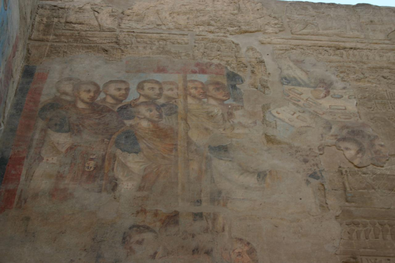 une frèsque romaine au dessus de scènes pharaonique, temple de louxor