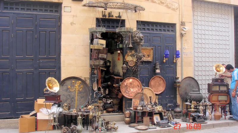 Boutique dans le fameux marche de Khan El Khalili ...