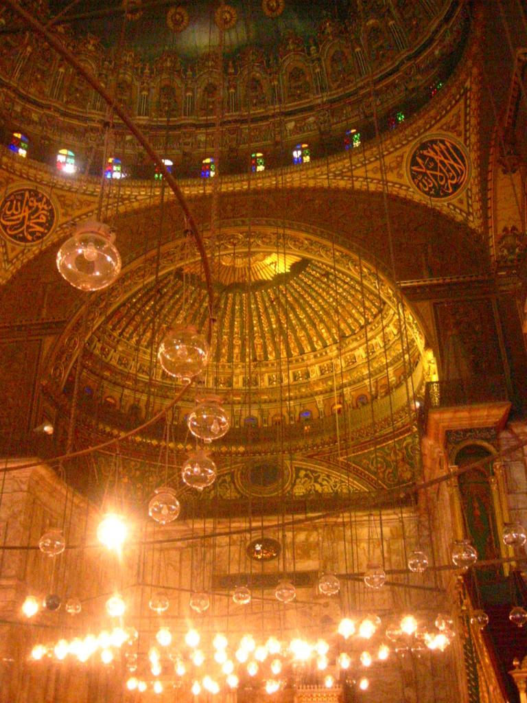 L' interieur de la salle de priére de la mosquée de Mohamed Ali