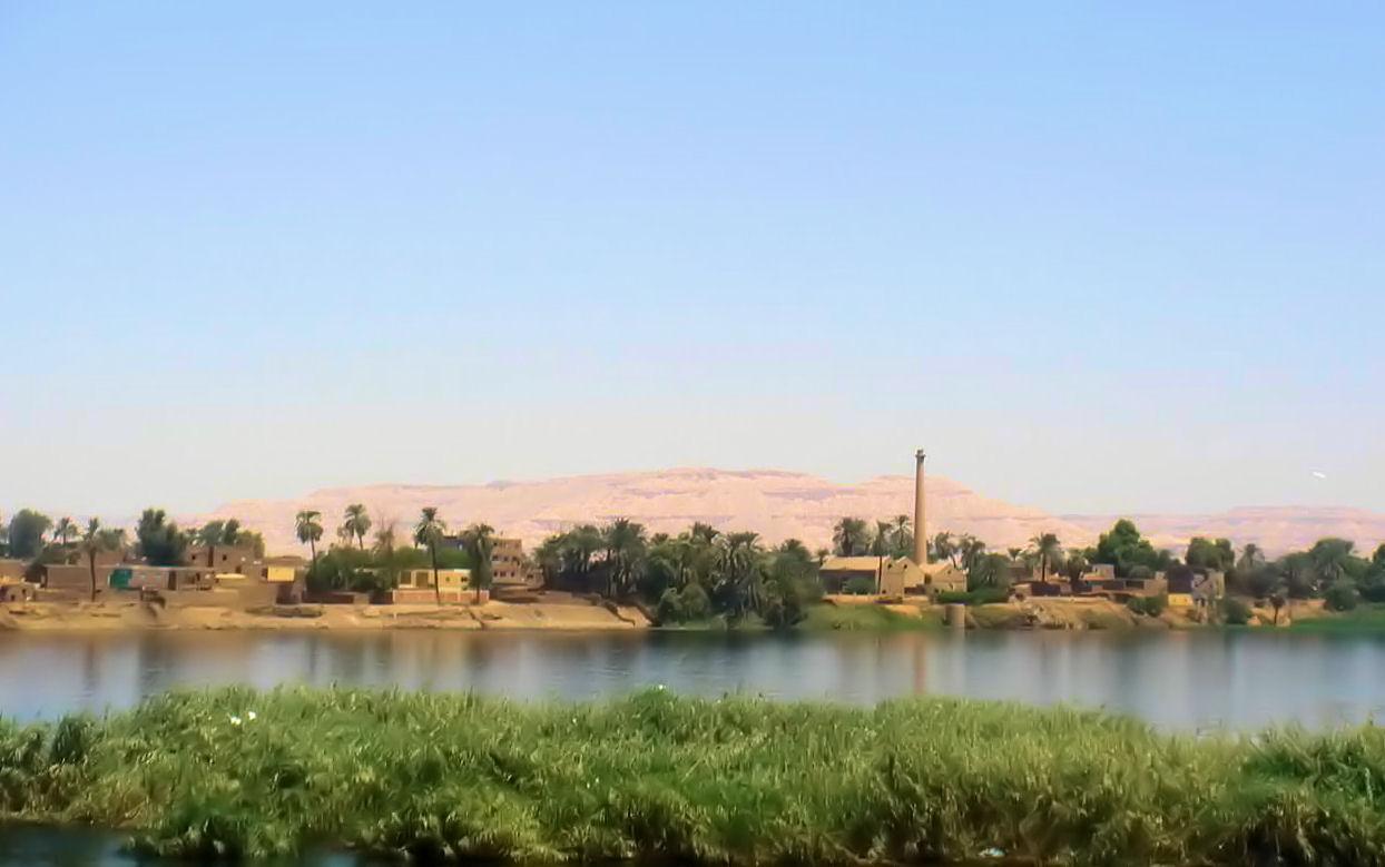 Le paysage à coté de louxor .. mon village ..!!!