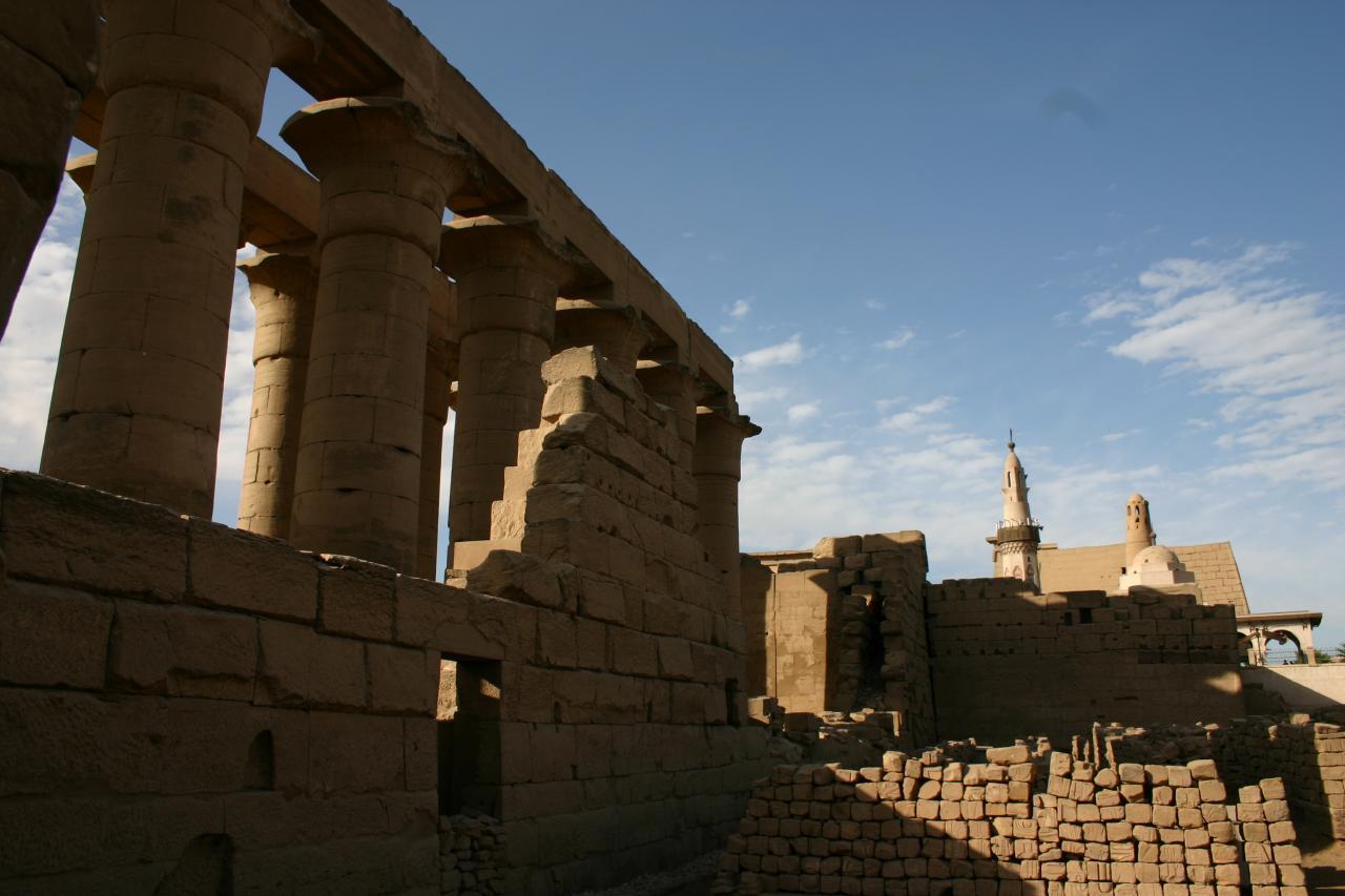 le temple de louxor et la mosquée d'Abou eL-Hagag
