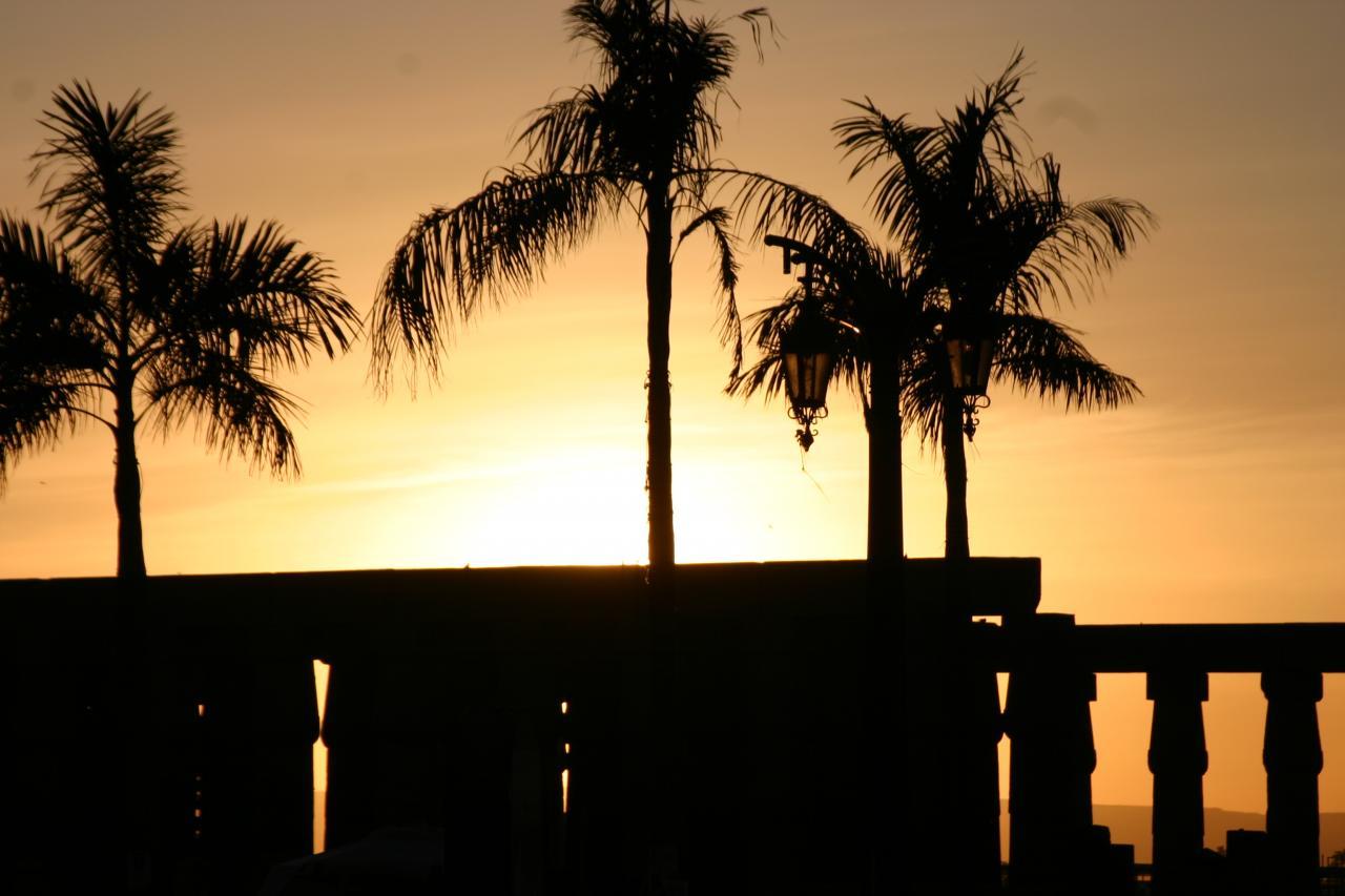 Coucher du soleil sur le temple de louxor