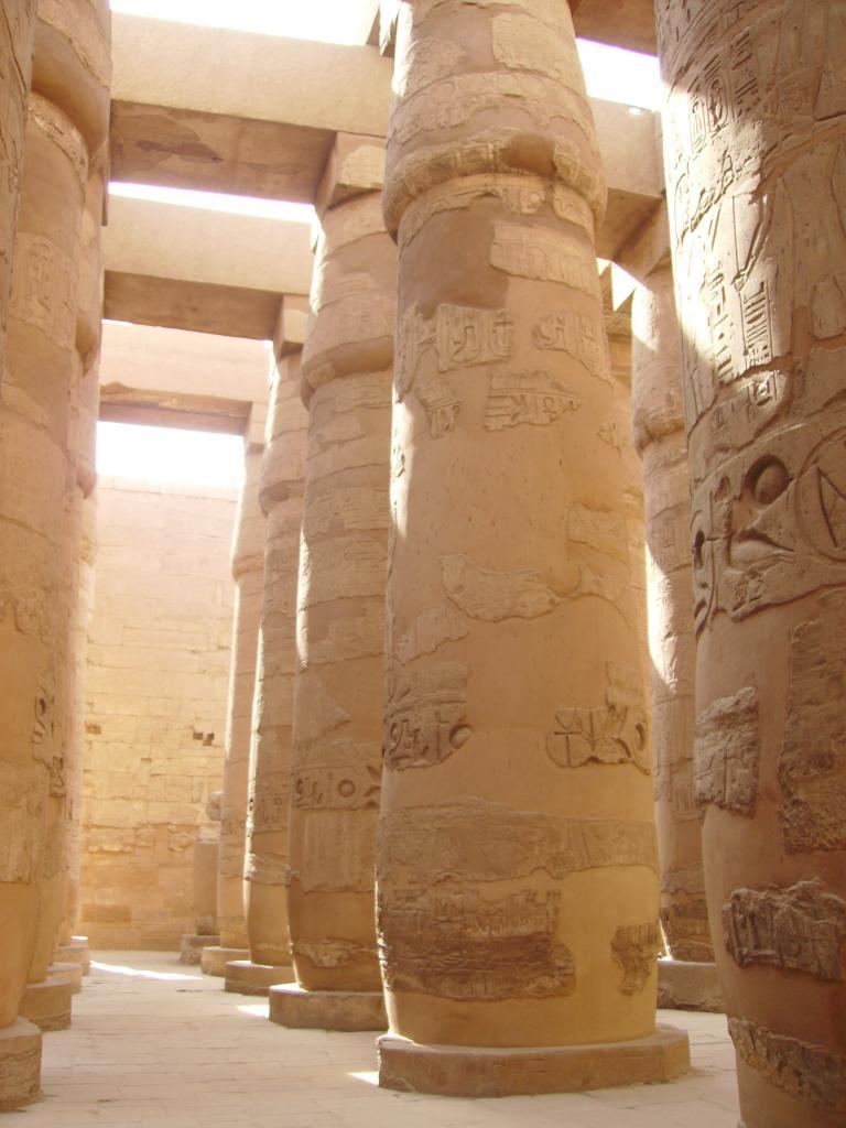 La salle hypostylle du temple de karnak