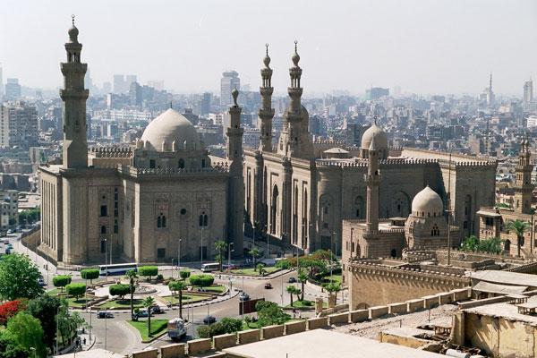 les mosquées du sultan Hassan (à gauche) et El-Rifaï (à droite).