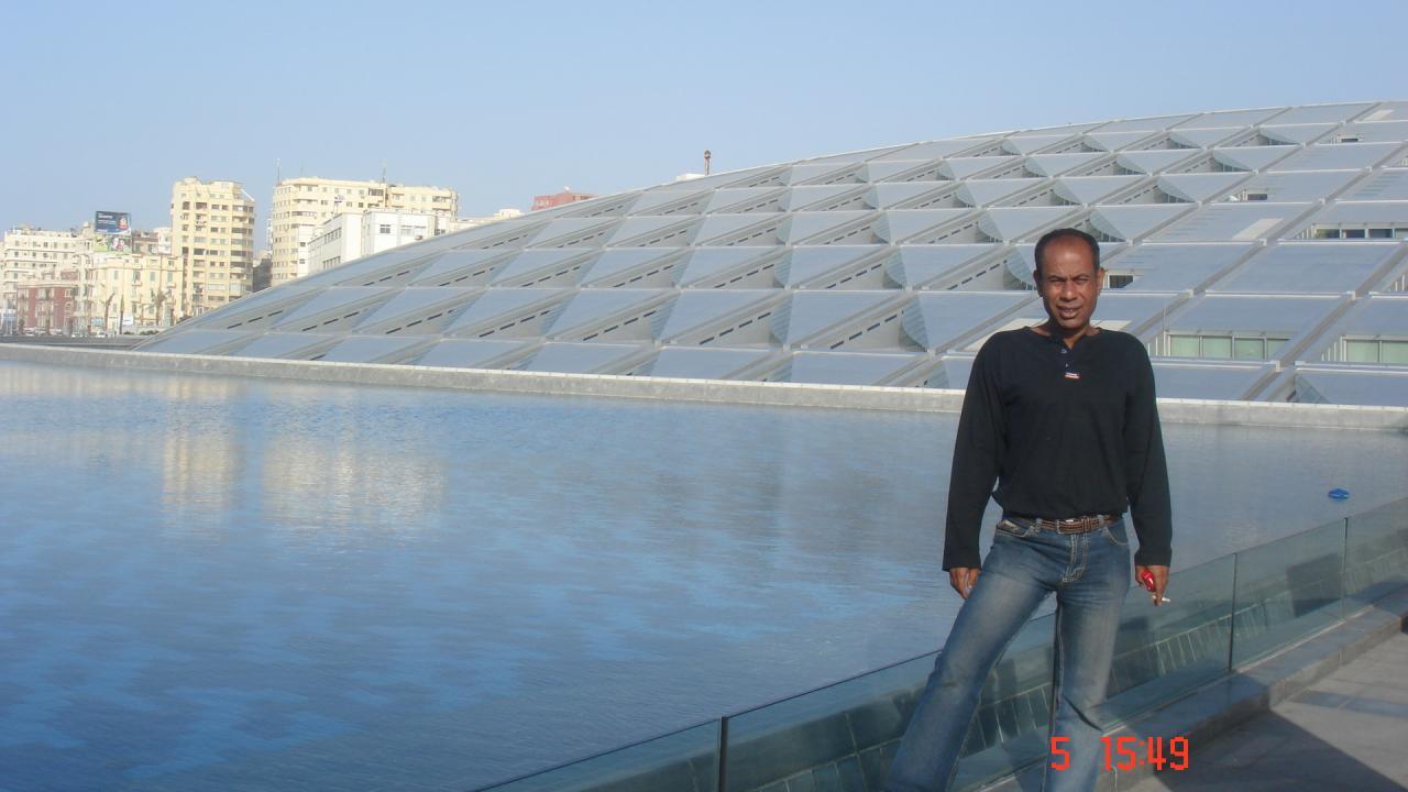 Hussein....Vue sur la biblilothèque d'Alexandrie