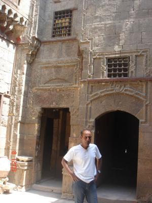 Rosette Hussein devant le hamam